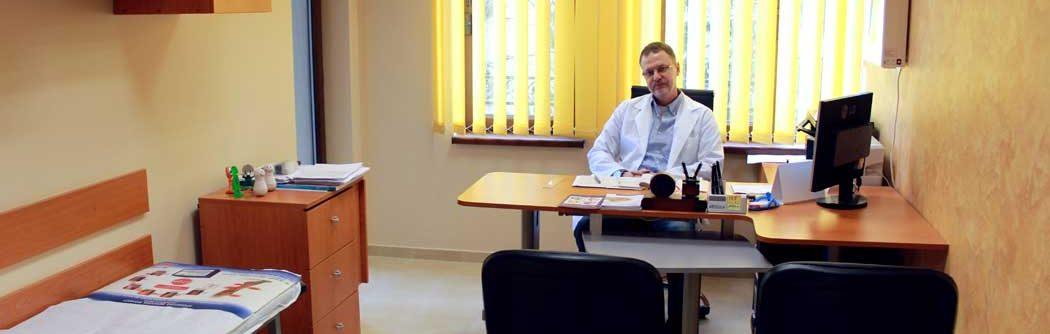 Д-р Мишо Филипов в кабинета си